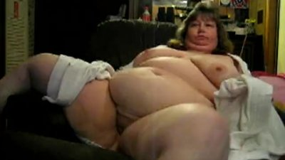 Old BBW Slut Wanda Shows Off her Tits..