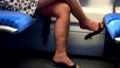 Sexy mature candid feet